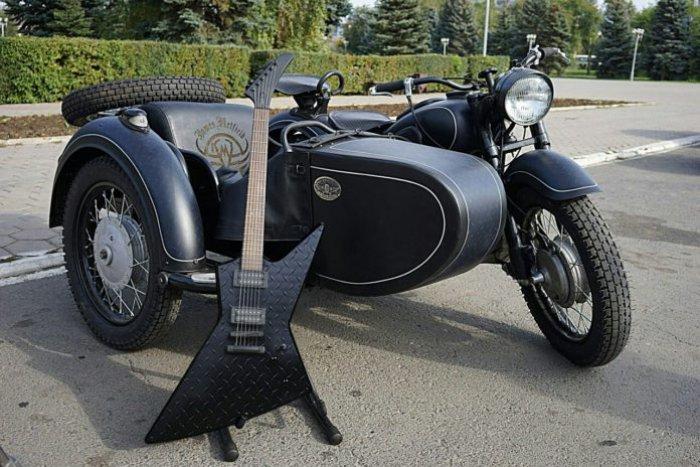 Гражданин Оренбурга привез вСан-Франциско иподарил солисту Metallica киевский мотоцикл
