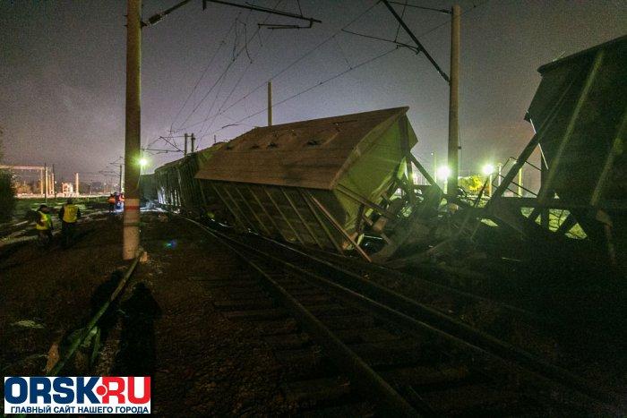 ВОрске сжелезнодорожных путей сошло шесть вагонов сцементом