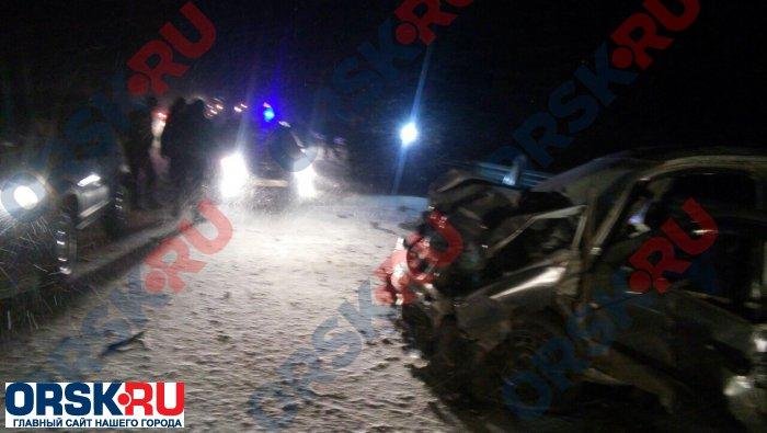 ВОренбургской области столкнулись три автомобиля, погибли 7 человек
