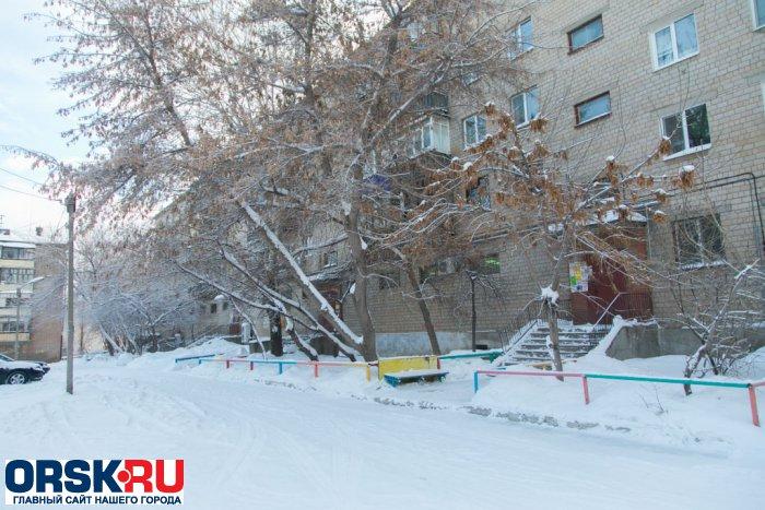 ВОрске от 7-ми ножевых ранений умер полицейский