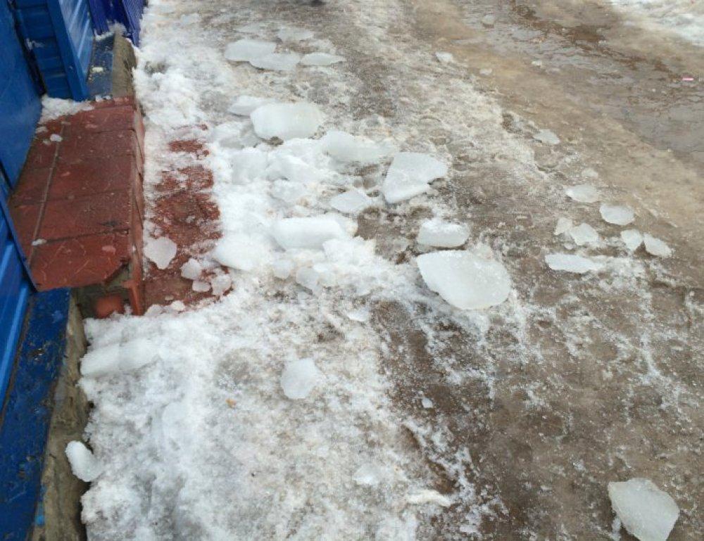 ВБугуруслане суд взыскал компенсацию западение глыбы льда надвоих детей