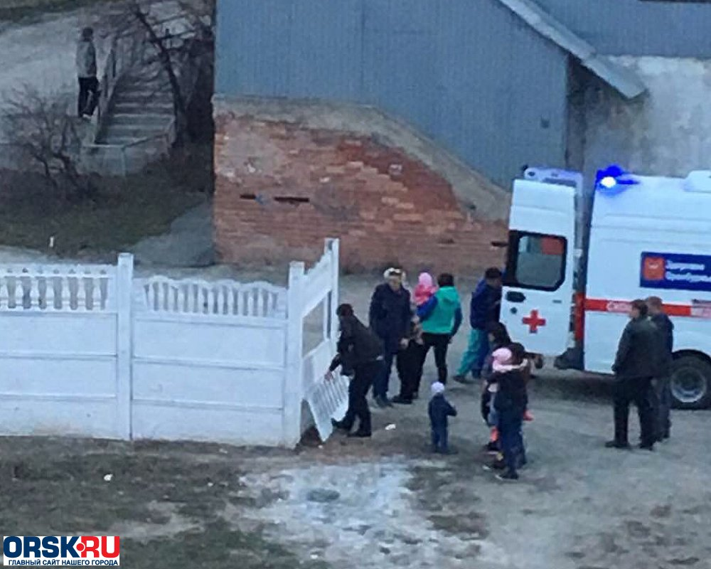 ВОренбуржье на5-летнего ребенка упала бетонная плита