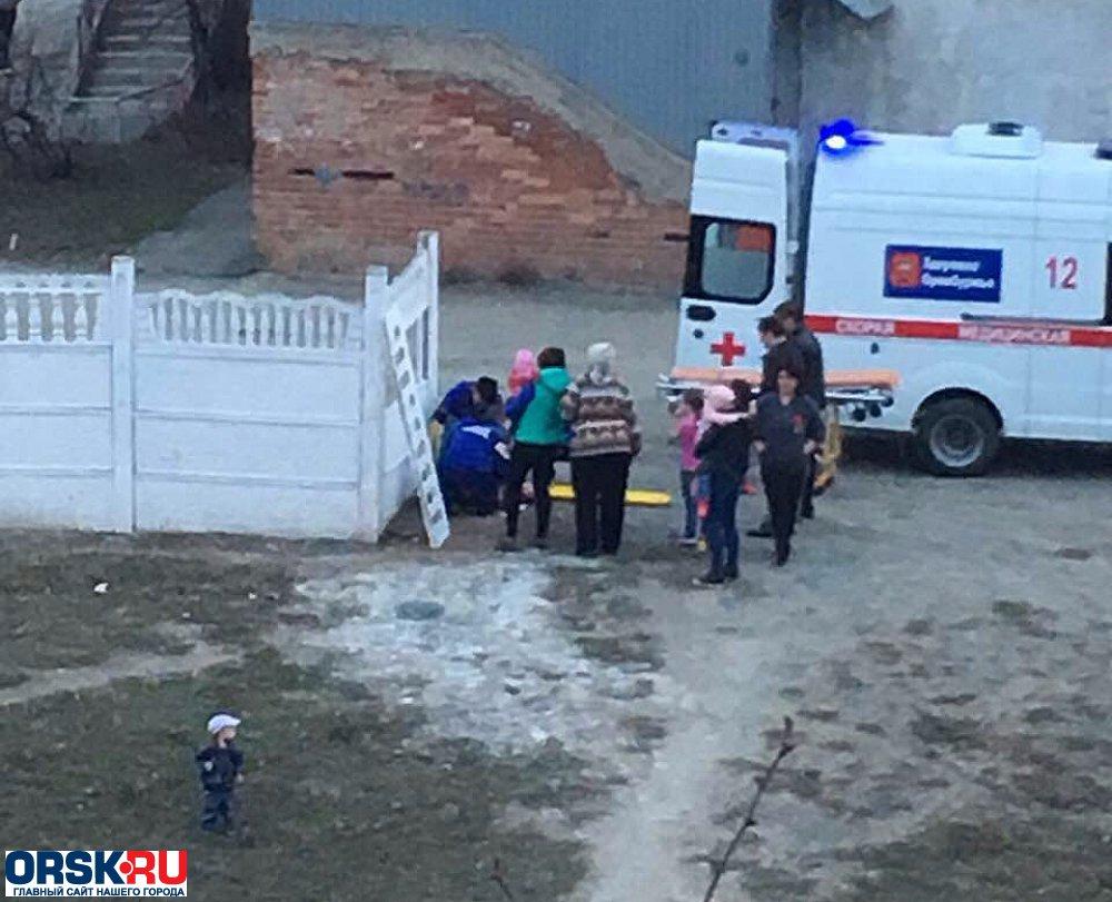 Бетонная панель упала на5-летнего ребенка вОрске