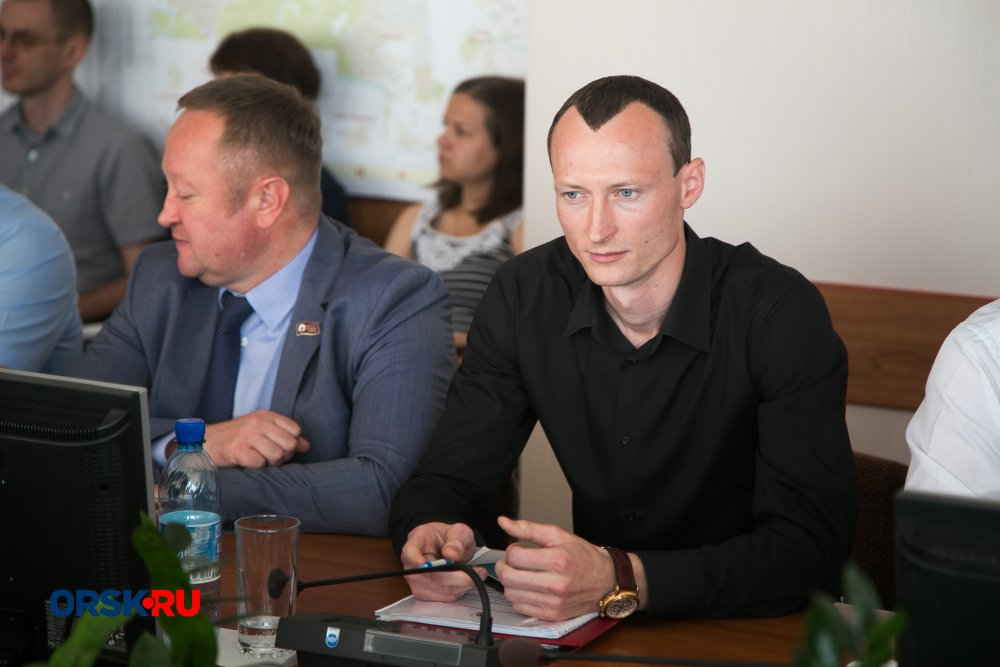 ВОрске депутат плеснул влицо коллеге водой изстакана