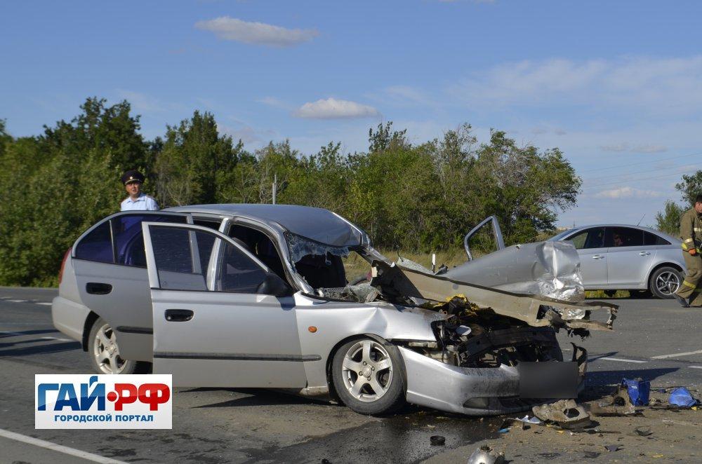 Иностранная машина врезалась вавтобус натрассе Гай-Орск, шофёр достаточно серьезно пострадал