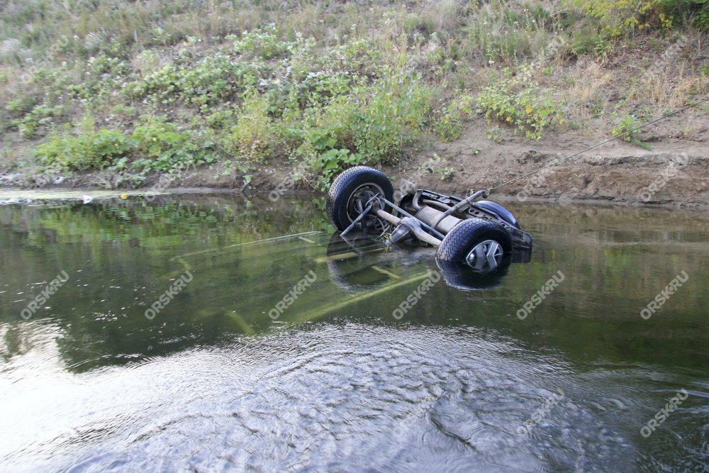 ВОрске утонула машина сребёнком внутри