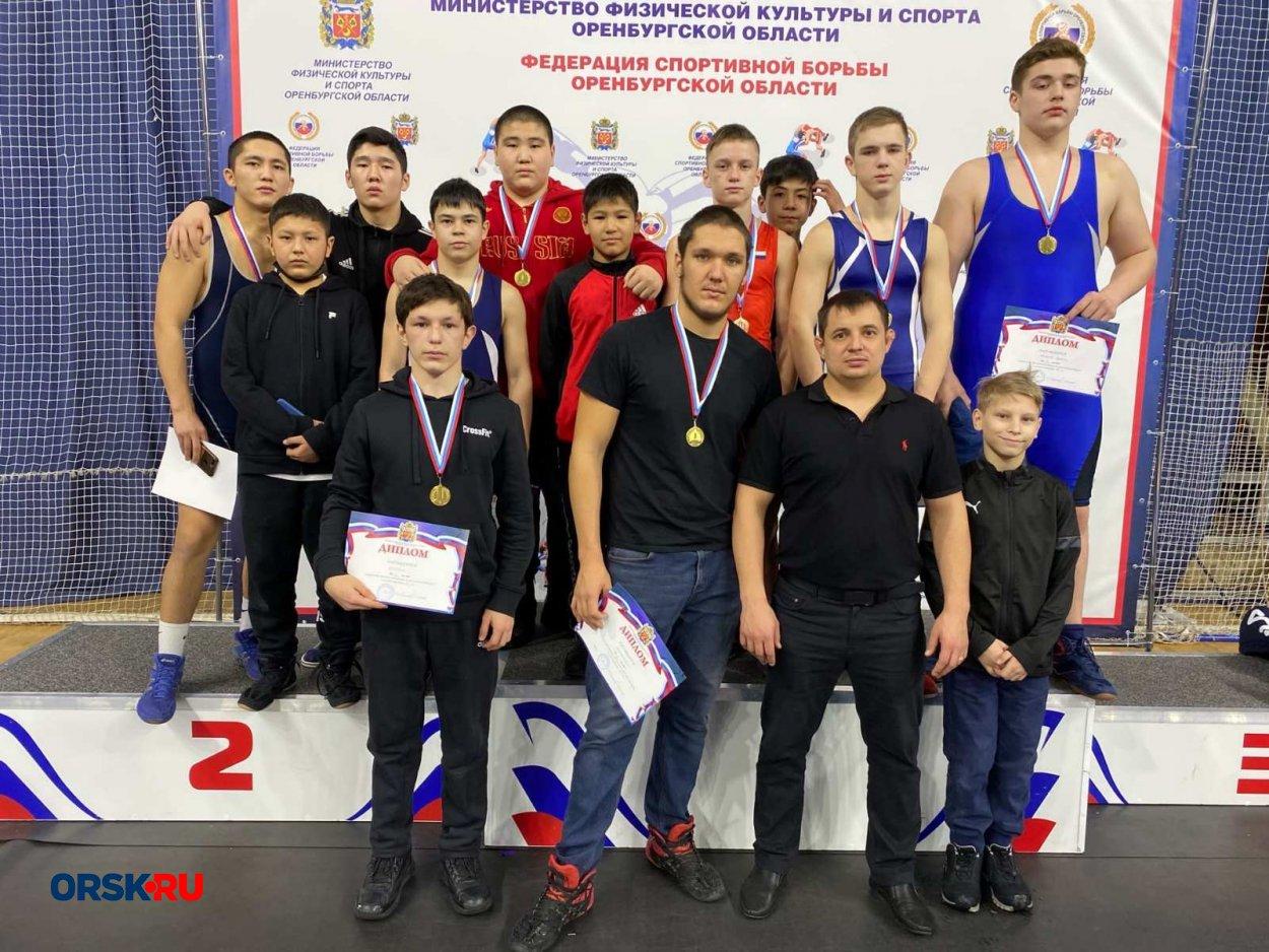 23 медали в трех соревнованиях: как провели январь орские борцы
