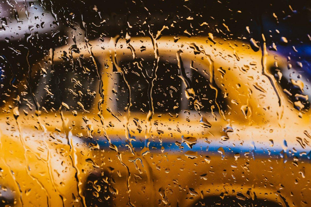 Из-за 50 рублей водитель такси в Орске попал в тюрьму