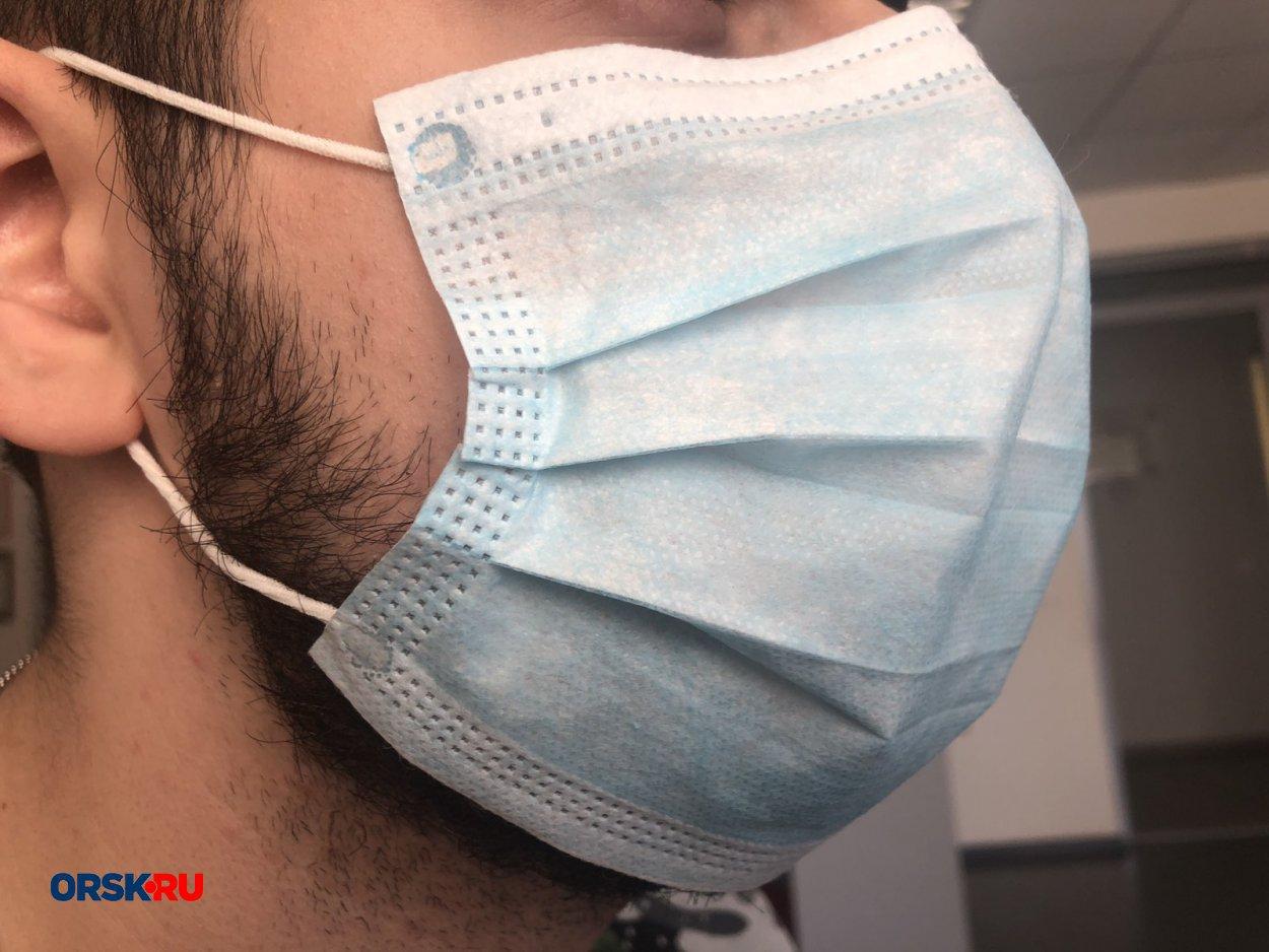 На продавца и покупателей в Орске составили протоколы за то, что они были без масок