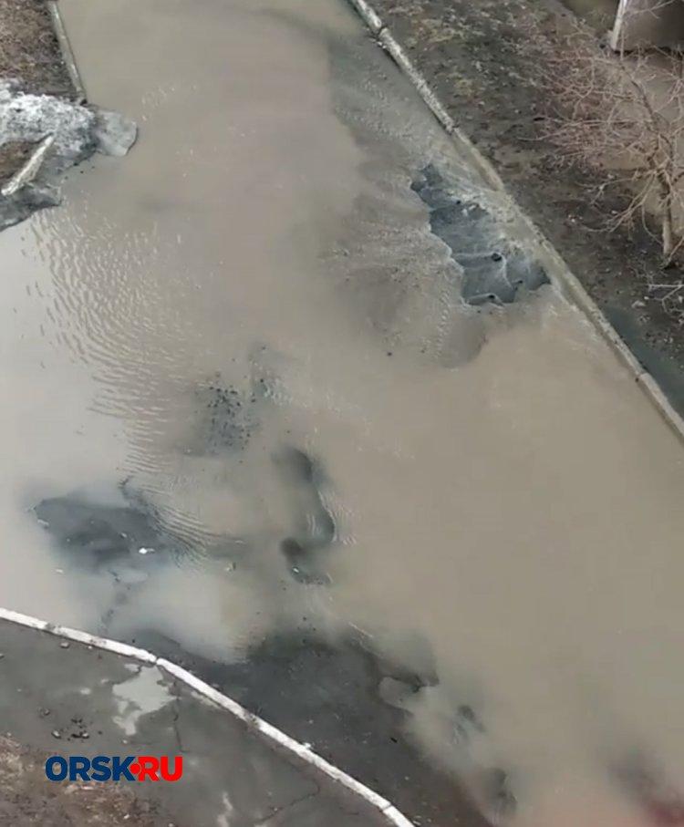 В Орске из-за коммунальной аварии сотни людей остались без воды