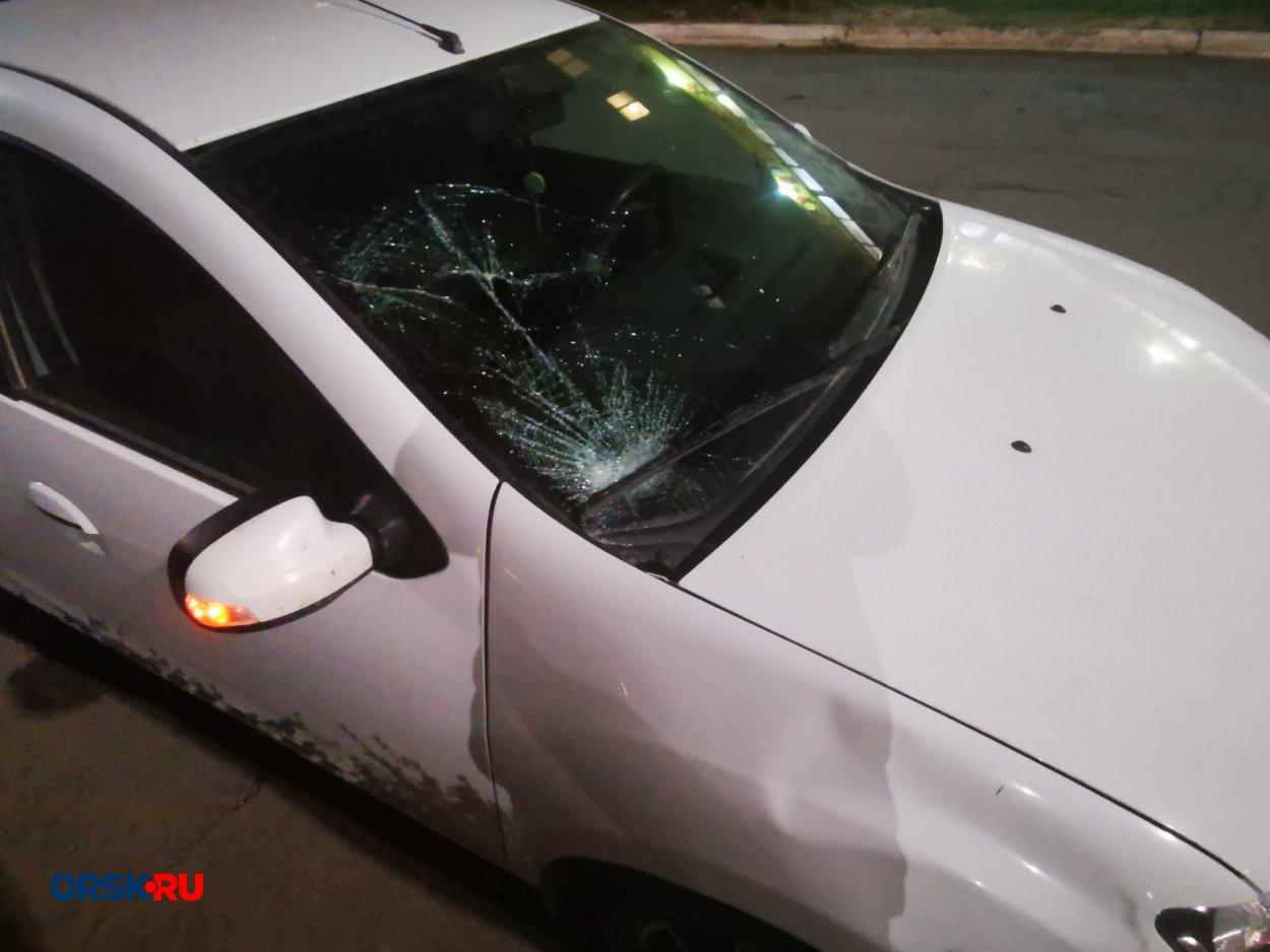 63-летний водитель белого Renault Logan сбил 16-летнего парня
